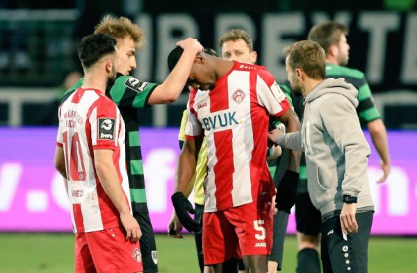Ghanaian defender Leroy Kwadwo gets support from opposing fans after being racially abused